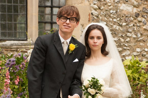 TTOE_D08_ 03194  (L to R) Eddie Redmayne stars as Stephen Hawking and Felicity Jones stars as Jane Wilde in Academy Award winner James Marsh's THE THEORY OF EVERYTHING, a Focus Features release.Photo Credit:  Liam Daniel / Focus Features